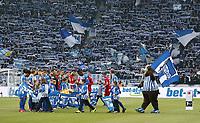 Einlaufen teamen vor Spielbeginn,   Hertha Fankurve Ostkurve, Fahnen Schals   <br /> / Sport / Football / DFL 1. Bundesliga Bundesliga  /  2017/2018 / 10.03.2018 / Hertha BSC Berlin vs. SC Freiburg SCF 18031021 /  *** Local Caption *** © pixathlon<br /> Contact: +49-40-22 63 02 60 , info@pixathlon.de