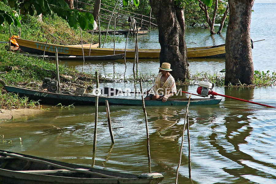 População ribeirinha no Rio Amazonas. Parintins. Amazonas. 2004. Foto de Flávio Bacellar.