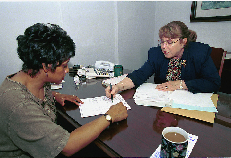 4-2-99.TAXES--Karen Titus of Scheulen & Patchett in Leesburg Virginia, helps Taryn Williams-Proctor with her 1998 tax returns..CONGRESSIONAL QUARTERLY PHOTO BY DOUGLAS GRAHAM
