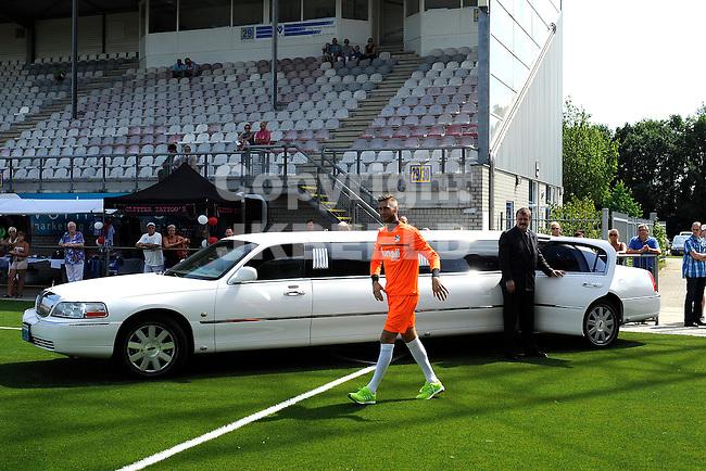 117 km<br /> GRONINGEN - Voetbal, Open dag FC Emmen, JENS Vesting, seizoen 2014-2015, 03-08-2014,FC Emmen doelman Stefan van der Lei