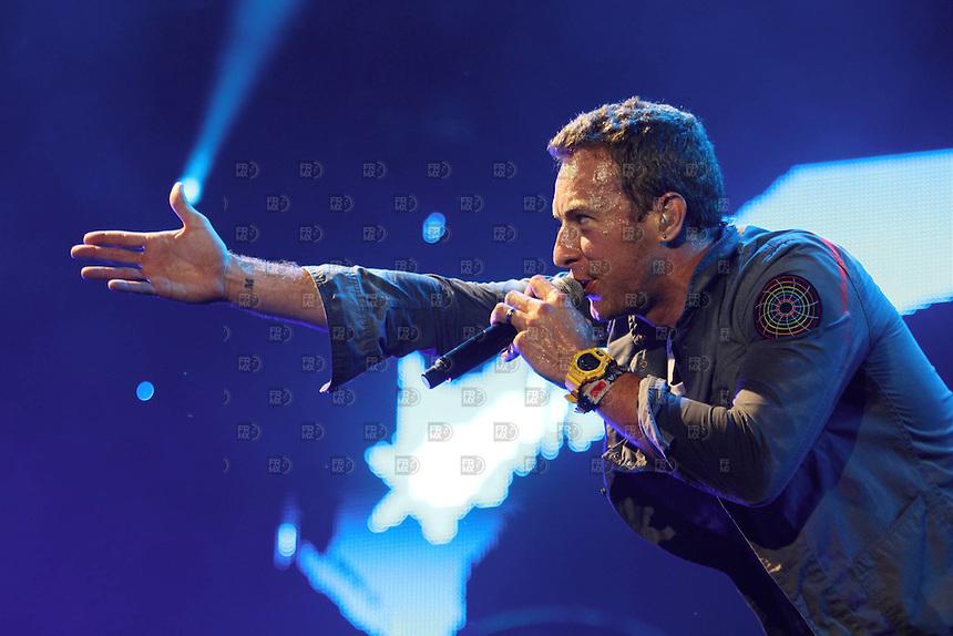 CAO10805. Chicago, Estados Unidos.-  Coldplay  durante el primer día del festival de música,  Lollapalooza 2011, en el Grant Park de Chicago, Estados Unidos.  NOTIMEX/FOTO/ALEJANDRO MELÉNDEZ/AMO/ACE/