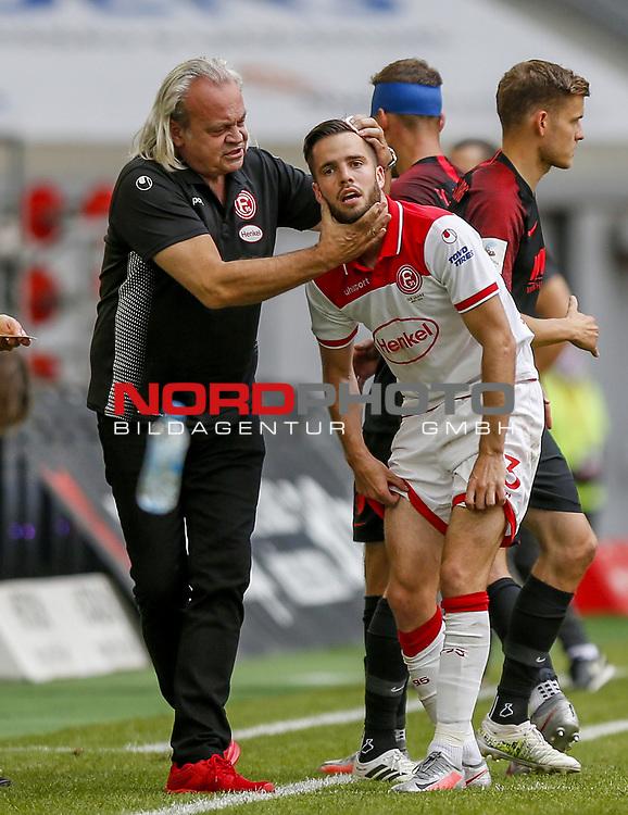 Niko Gießelmann (F95) lässt sich von Mannschaftsarzt Ulf Blecker behandeln<br /><br />20.06.2020, Fussball, 1. Bundesliga, Saison 2019 / 2020<br />33.Spieltag, Fortuna Duesseldorf : FC Augsburg<br /><br />Foto : NORBERT SCHMIDT/POOL/ via Meuter/nordphoto<br /><br />Nur für journalistische Zwecke ! Only for editorial use .