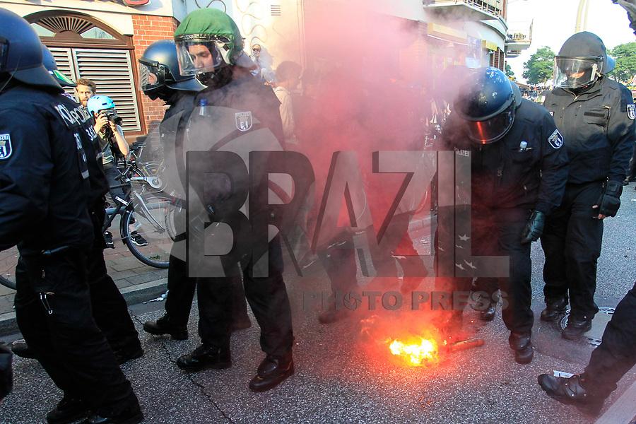 HAMBURGO,ALEMANHA, 06.07.2017 - PROTESTO-G20 - Manifestantes realizam ato contra a reunião do G20 ( reunião dos vinte países mais poderosos economicamente no mundo) e tomam as ruas da cidade Hamburgo no norte da Alemanha nesta quinta-feira, 06. (Foto: Douglas Pingituro/Brazil Photo Press)