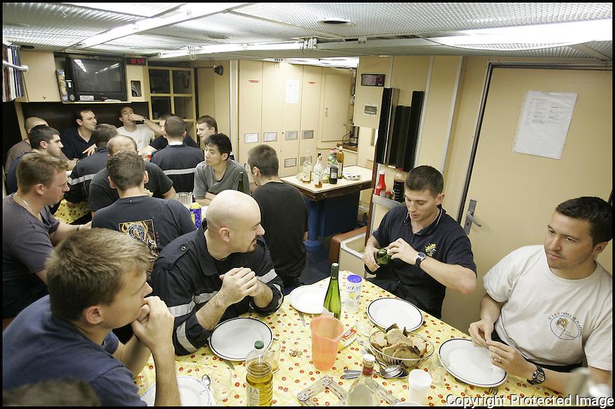 SNA Saphir,<br /> Sous-marin nucl&eacute;aire d'attaque.<br /> Carr&eacute; &eacute;quipage.<br /> Le repas.