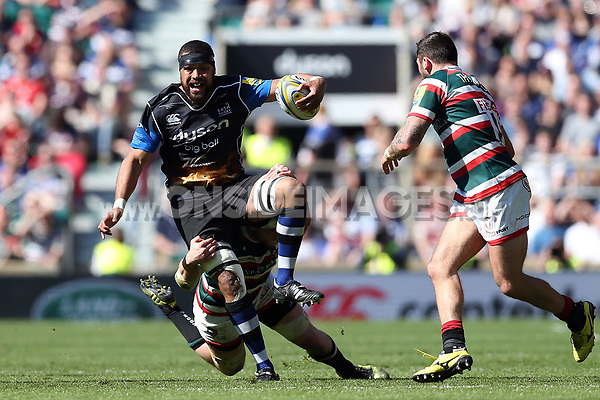 Taulupe Faletau of Bath Rugby in possession. The Clash, Aviva Premiership match, between Bath Rugby and Leicester Tigers on April 8, 2017 at Twickenham Stadium in London, England. Photo by: Rogan Thomson / JMP for Onside Images