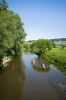 Deutschland, Bayern, Mittelfranken, Naturpark Altmuehltal, bei Solnhofen: Kanufahrt auf der Altmuehl | Germany, Bavaria, Middle Franconia, Nature Park Altmuehl Valley, near Solnhofen: canoeing on river Altmuehl