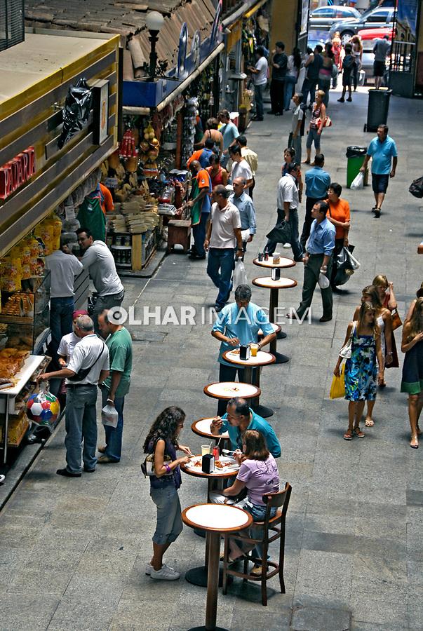 Área de alimentação no Mercado Municipal. Centro histórico de São Paulo. 2008. Foto de Juca Martins.