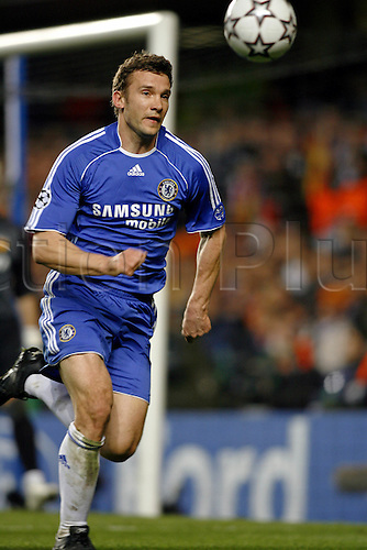 4 April 2007: Chelsea striker Andriy Shevchenko chases the ball during the UEFA Champions League quarter final first leg, between Chelsea and Valencia played at Stamford Bridge. The game ended in a 1-1 draw Photo: Glyn Kirk/Action Plus...soccer football 070404  player