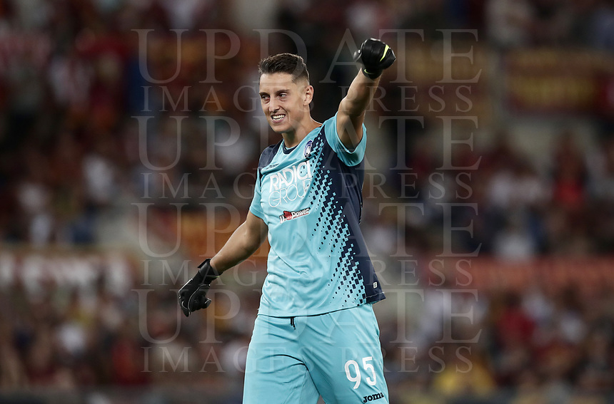 Calcio, Serie A: Roma - Atalanta, Stadio Olimpico, 27 agosto, 2018.<br /> Atalanta's goalkeeper Pierluigi Gollini celebrates after Atalanta's goal during the Italian Serie A football match between Roma and Atalanta at Roma's Stadio Olimpico, August 27, 2018.<br /> UPDATE IMAGES PRESS/Isabella Bonotto