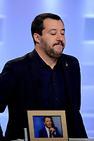 Roma,29 Novembre 2018<br /> Matteo Salvini con una foto incorniciata di Matteo Renzi durante la trasmissione televisiva L'aria che tira