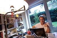 La giornalista Elena Doni ritratta nellasua abitazione a Roma, 22 luglio 2009..Italian journalist Elena Doni portrayed in her house in Rome, 22 july 2009..UPDATE IMAGES PRESS/Riccardo De Luca