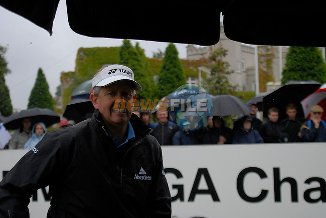 Colin Montgomerie arrives on the 1st tee on the opening hole during the final round of the BMW PGA Championship at Wentworth Club, Surrey, England 27th May 2007 (Photo by Eoin Clarke/NEWSFILE)