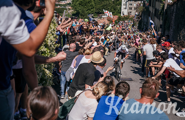 An impressive surge up the final climb by eventual winner Bob Jungels (LUX/Quick-Step Floors) in Bergamo, cheered on by massive crowds all the way up the steepest section<br /> <br /> Stage 15: Valdengo &rsaquo; Bergamo (199km)<br /> 100th Giro d'Italia 2017