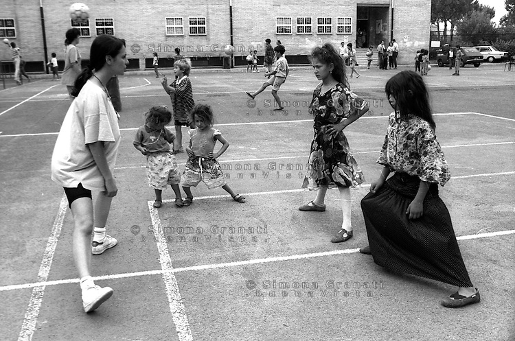Roma,1994.Centro estivo per bambini Rom.Rome.Summer camp for Roma children