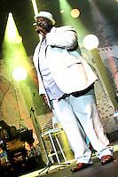 RIO DE JANEIRO; RJ; 02.11.2013 - Péricles durante apresentacao neste sábado no Citibank Hall, zona oeste da cidade, com um show em homenagem à Cidade Maravilhosa. (Foto: Néstor J. Beremblum / Brazil Photo Press).