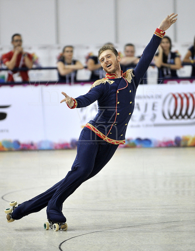 CALI – COLOMBIA – 19 – 09 – 2015: Ricardo Pinto, deportista de Portugal, durante la prueba de Solo Danza Obligatorias Mayores Varones, en el LX Campeonato Mundial de Patinaje Artistico, en el Velodromo Alcides Nieto Patiño de la ciudad de Cali. / Ricardo Pinto, sportman of Portugal, during the Compulsory Solo Dance Senior Men test, in the LX World Championships  Figure Skating, at the Alcides Nieto Patiño Velodrome in Cali City. Photo: VizzorImage / Luis Ramirez / Staff.