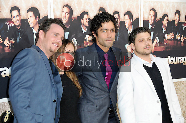 Kevin Dillon and Alexis Dziena with Adrian Grenier and Jerry Ferrara<br />at the Los Angeles Premiere of 'Entourage' Season Six. Paramount Theater, Hollywood, CA. 07-09-09<br />Dave Edwards/DailyCeleb.com 818-249-4998