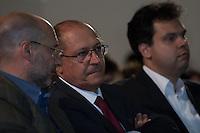 SAO PAULO, SP, 23 DE MAIO DE 2013 - ABERTURA DO VIVA MATA 2013 - O Governador Geraldo Alckmin com o Secretário Estadual do Meio ambiente Bruno Covas estiveram presente na Abertura do Viva a Mata 2013 realizado no Prédio da Bienal no Parque do Ibirapuera em São Paulo. Durante o evento a Fundação SOS Mata Atlântica apresentou seu novo conselho administrativo. FOTO: MARCELO BRAMMER / BRAZIL PHOTO PRESS