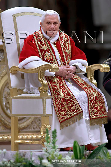 """Pope Benedict XVI arrives at the end of the mass of """"Day of the consecrated life"""" celebrated by Cardinal Franc Rode in Saint Peter's Basilica at the Vatican ..February 2, 2008 .. ."""