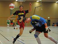 Die Senioren von Rot-Wei&szlig; Erkenschwick, in rot-schwarz, spielen am Samstag, 07.01.12, in Oer-Erkenschwick gegen Gr&uuml;n-Wei&szlig; Erkenschwick (Endergebnis 1:2). RW Erkenschwick richtete die Hallenfu&szlig;ball - Stadtmeisterschaft in der Willi-Winter-Halle aus.<br /> Foto: Rainer Raffalski / WAZ FotoPool