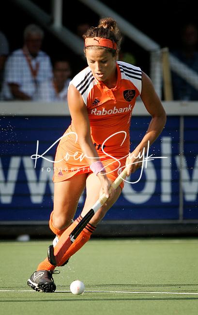 AMSTELVEEN - Sylvia Karres, donderdag tijdens de wedstrijd Nederland-China om de Rabo Champions Trophy 2006 in Amstelveen. ANP PHOTO KOEN SUYK