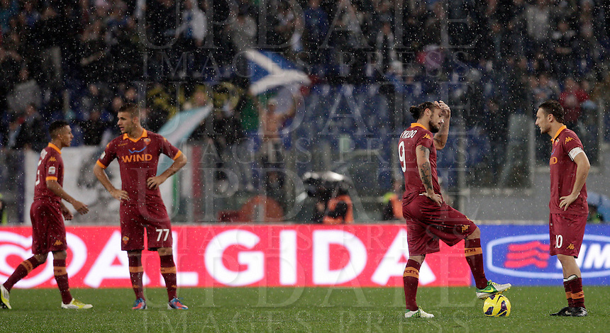 Calcio, Serie A: Lazio vs Roma. Roma, stadio Olimpico, 11 novembre 2012..From left, AS Roma players Marquinhos, Panagiotis Tachtsidis, Pablo Daniel Osvaldo and Francesco Totti reacts after Lazio scored for the third time during the Italian Serie A football match between Lazio and AS Roma, at Rome's Olympic stadium, 11 November 2012. Lazio won 3-2..UPDATE IMAGES PRESS/Riccardo De Luca