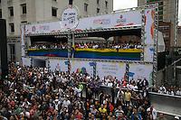 SAO PAULO, SP, 02 JUNHO 2013 - PARADA DO ORGULHO GLBT - camarote da prefeitura  durante a 17 Parada do Orgulho LGBT na Avenida Paulista, na tarde deste domingo, 02. (FOTO: ADRIANA SPACA/ BRAZIL PHOTO PRESS).