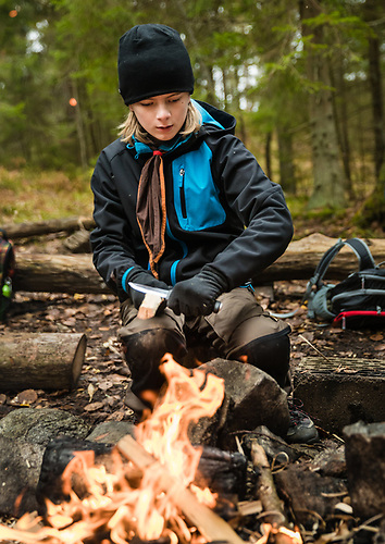 20171029 Äventyrare från Vendelsö Scoutkår är ute och går med en Google Trekker-kamera i Tyresta.