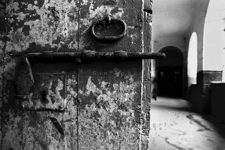 catenaccio e corridoio dell'ex carcere san donnino di como