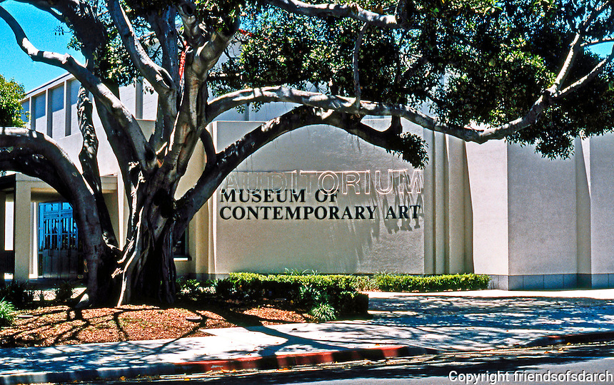 Robert Venturi: Museum of Contemporary Art, La Jolla, CA. Facade re-design. 1995?  Photo '97.