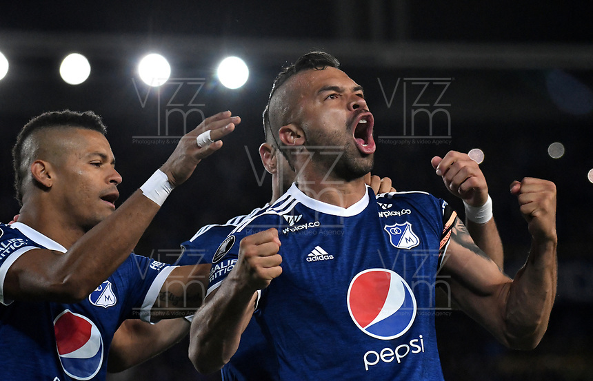 BOGOTÁ - COLOMBIA, 17-05-2018: Los jugadores de Millonarios (COL), celebran el gol anotado a Club Atlético Independiente (ARG), durante partido entre Millonarios (COL) y Club Atlético Independiente (ARG), de la fase de grupos, grupo G, fecha 5 de la Copa Conmebol Libertadores 2018, en el estadio Nemesio Camacho El Campin, de la ciudad de Bogota. / The players of Millonarios (COL), celebrate the scored goal to Club Atlético Independiente (ARG), during a match between Millonarios (COL) and Club Atletico Independiente (ARG), of the group stage, group G, 5th date for the Conmebol Copa Libertadores 2018 in the Nemesio Camacho El Campin stadium in Bogota city. VizzorImage / Luis Ramirez / Staff.