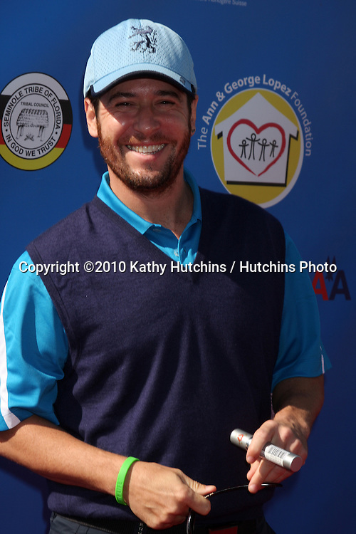 Rob Morrow.arrives at  the George Lopez Golf Tournament .Lakeside Golf Club.Toluca Lake, CA.May 3, 2010.©2010 Kathy Hutchins / Hutchins Photo...