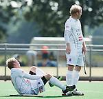HILVERSUM -  Blessure bij Breda. Nederlands Kampioenschap Reserveteams hoofdklasse hockey. Bij de heren ging de finale tussen Hurley heren 2 v Breda Heren 2. Hurley wint het kampioenschap.  COPYRIGHT KOEN SUYK