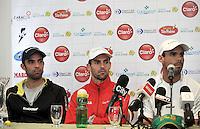 BOGOTA COLOMBIA-31-10-2013: Santiago Giraldo (Cent.) Alejandro Falla (Der.) y Juan S. Cabal (Izq.), tenistas colombianos durante rueda de prensa en el Club El Comercio de Bogota, octubre 21 de 2013. Giraldo, Falla y Cabal forman parte de los 19 jugadores entre los 150 mejores del mundo que estarán en el Seguros Bolivar Open de tenis, que se realizara en las canchas del Club Campestre El Rancho del 2 al 10 de noviembre de 2013. (Foto: VizzorImage Luis Ramirez / Staff.) Santiago Giraldo (C) Alejandro Falla (R) and Juan S. Cabal (L), Colombian tennis players during a news conference in Club El Comercio de Bogota, October 21, 2013. Giraldo, Falla and Cabal are part of the 19 players among the 150 best in the world that will be in the Seguros Bolivar Open Tennis Championships, to be held in the courts of the Club Campestre El Rancho from 2 to November 10, 2013. (Photo VizzorImage Luis Ramirez / Staff.)