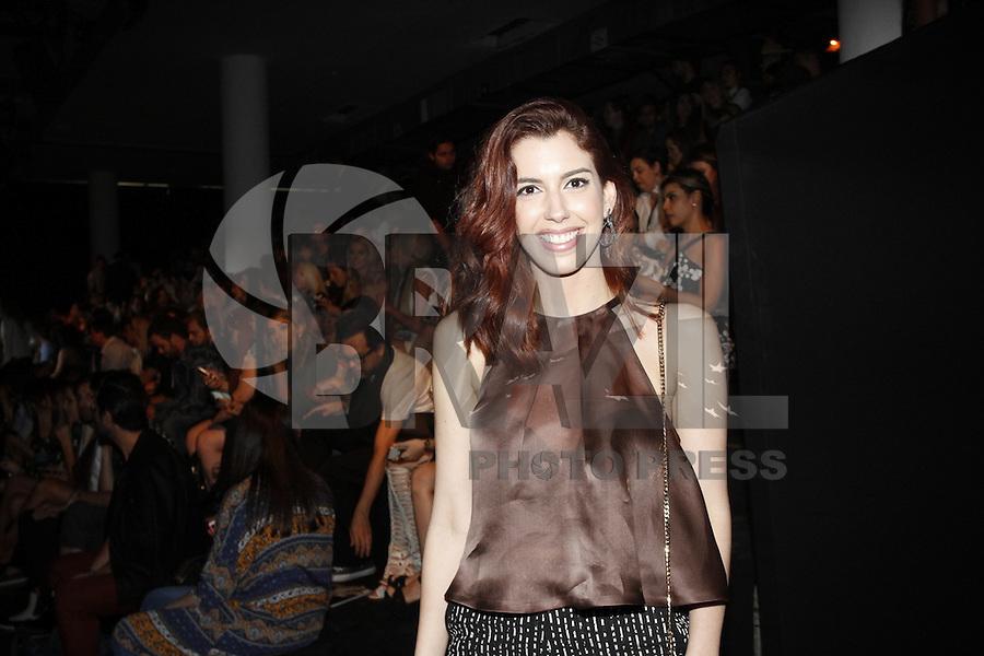 SÃO PAULO,SP, 23.10.2015 - FASHION-WEEK -  Camila Coutinho momentos antes do desfile da grife Colcci durante o São Paulo Fashion Week (SPFW), em São Paulo (SP), nesta sexta-feira (23).  (Foto: Paduardo/Brazil Photo Press)