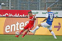 Maurice Exslager (SV 98) gegen Marco Thiede (SVS) - SV Darmstadt 98 vs. SV Sandhausen, Stadion am Boellenfalltor