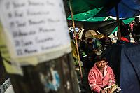 Maria de Los Ángeles Romero en el campamento frente al edificio de la colonia Álvaro Obregón #286 donde se encuentra atrapado su sobrino Iván Colín Fernandez  de 27 años. En el lugar se estima se encuentran 49 peronas, Ciudad de Mexico a  22 sep 2017.<br /> ( Foto: Luis Gutierrez/NortePhoto.com)<br /> <br /> •••• #sismo #terremoto #terremotoMexico #mexico #nortephoto #photojurnalism