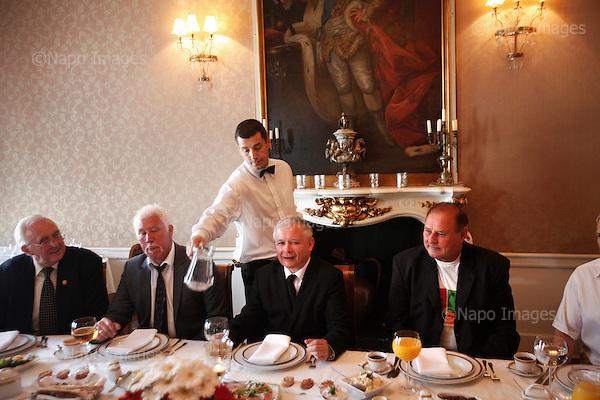 """WARSAW, POLAND, JUNE 29, 2010:.Jaroslaw Kaczynski on the presidential campaign, meeting with the famous Polish sportsmen at the """"Pod Gigantami"""" restaurant"""".(Photo by Piotr Malecki / Napo Images) ..WARSZAWA, 29/06/2010:.Kampania wyborcza Jaroslawa Kaczynskiego. .Spotkanie ze slawnymi sportowcami w restauracji """"Pod Gigantami"""" . Po jego prawej stronie Wladyslaw Kozakiewicz, po jego lewej - Jan Tomaszewski..Fot: Piotr Malecki / Napo Images."""