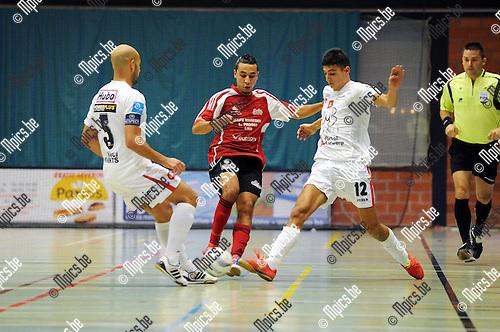 2012-10-12 / Futsal / seizoen 2012-2013 / Antwerpen - Lier / Karim Bouyakoubi tussen Ahmed Sababti (l. Antwerpen) en Yassin Achabar..Foto: Mpics.be
