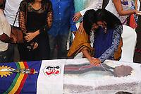 RECIFE, PE, 10.03.2016 - VELORIO-NANA VASCONCELOS - Velório do percussionista Naná Vasconcelos, na Assembleia Legislativa de Pernambuco (ALEPE), em Recife (PE), na manhã desta quinta-feira (10).(Foto: Rodrigo Baltar/Brazil Photo Press)