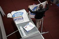 Milano: un sostenitore del PDL al Palasharp per la campagna elettorale per l'elezione del sindaco di Milano.