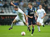 Fussball 2. Bundesliga:  Saison   2012/2013,    10. Spieltag  TSV 1860 Muenchen - FC Erzgebirge Aue  22.10.2012 Benjamin Lauth (re, 1860 Muenchen) gegen Kevin Schlitte (FC Erzgebirge Aue)
