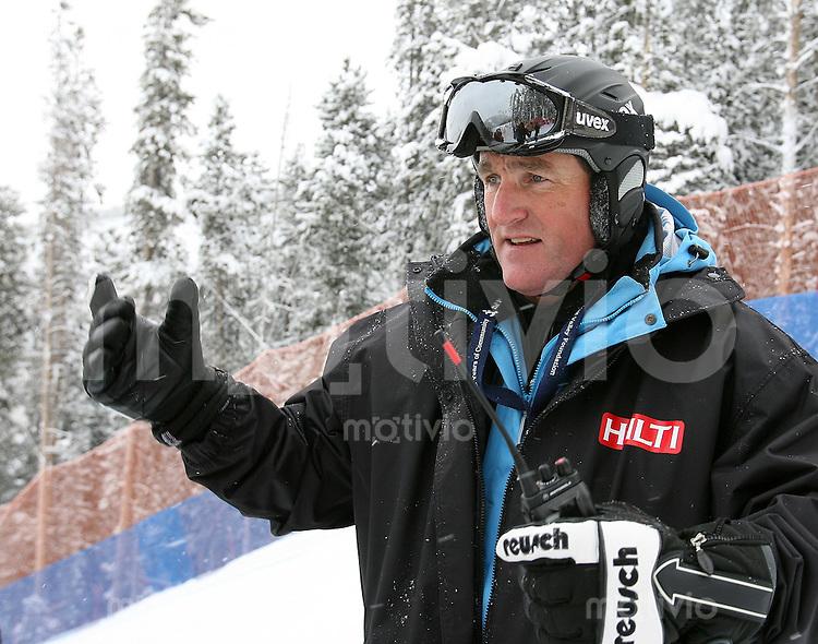 Ski Alpin; Saison 2006/2007  Abfahrt Herren FIS Renndirektor Goenther Hujara (GER) auf der Strecke FOTO : Pressefoto ULMER / Markus Ulmer