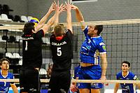 GRONINGEN - Volleybal, Lycurgus - Taurus,  seizoen 2018-2019, 08-12-2018 /l9 tikt de bal langs het blok