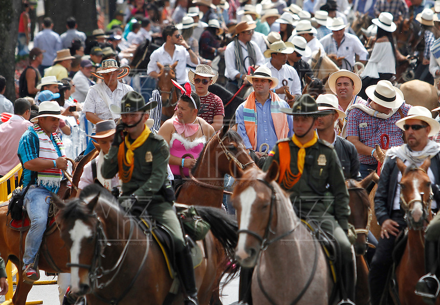 MANIZALES-COLOMBIA. 26-12-2015. La versión número 60 de La Feria de Manizales 2016 comenzó con la cabalgata que recorrió algunas de las más importantes calles de la ciudad. /  The version number 60 of the Feria de Manizales 2016 began with the cavalcade that toured some of the most important streets in the city. Photo: VizzorImage / Santiago Osorio / Cont