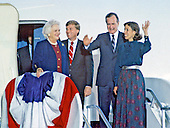 United States President-elect George H.W. Bush and Vice President-elect Dan Quayle return to Andrews Air Force Base, just outside Washington, D.C. after winning the 1988 Presidential Election on November 9, 1988.  From left to right: Barbara Bush, VP-elect Quayle, President-elect Bush, and Marilyn Quayle..Credit: Ron Sachs / CNP