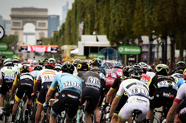 The peloton on the Champs-Elysees during Stage 21 of the 2018 Tour de France running 116km from Houilles to Paris Champs-Elysees, France. 29th July 2018. <br /> Picture: ASO/Pauline Ballet | Cyclefile<br /> All photos usage must carry mandatory copyright credit (© Cyclefile | ASO/Pauline Ballet)