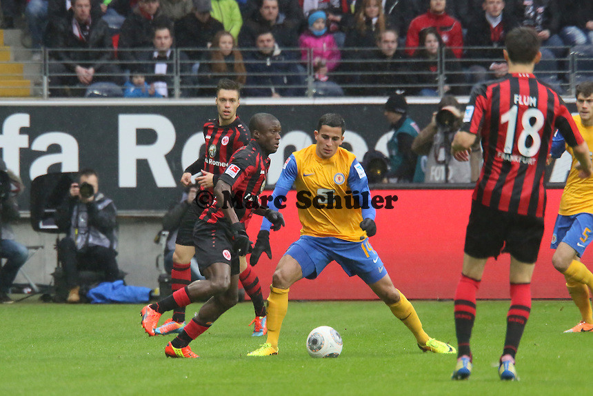 Constant Djakpa (Frankfurt) gegen Omar Elabdellaoui (Braunschweig) - Eintracht Frankfurt vs. Eintracht Braunschweig, Commerzbank Arena