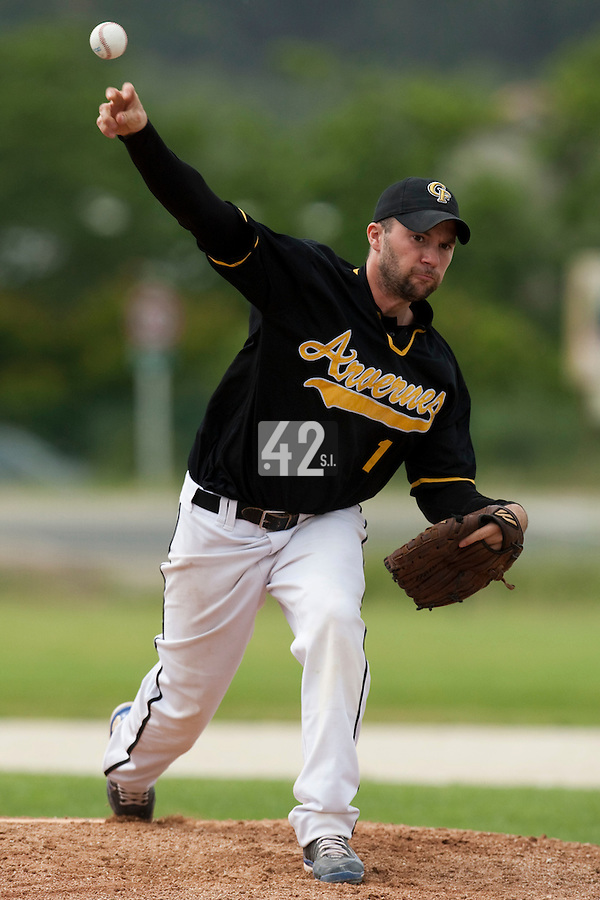 21 May 2009: Jean-Christophe Joly of Clermont-Ferrand pitches against Savigny during the 2009 challenge de France, a tournament with the best French baseball teams - all eight elite league clubs - to determine a spot in the European Cup next year, at Montpellier, France.