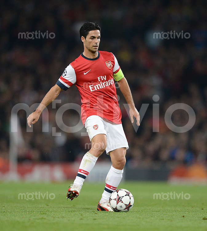 FUSSBALL   CHAMPIONS LEAGUE   VORRUNDE     SAISON 2013/2014    Arsenal London - SSC Neapel   01.10.2013 Mikel Arteta (Arsenal) Einzelaktion am Ball